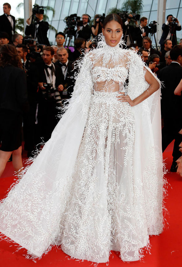 Cannes-2018-Cindy-Bruna-turned-heads-in-her-oversized-frock-1345129ashistudio