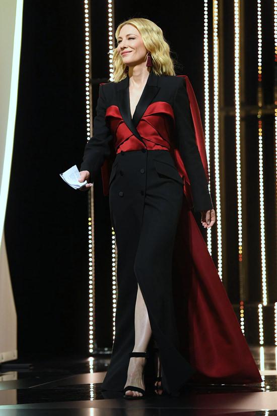 Cate-Blanchett-Cannes-2018-Closing-Ceremony-Red-Carpet-Fashion-Alexander-McQueen-Tom-Lorenzo-Site-7