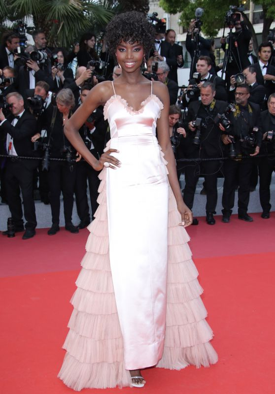 maria-borges-solo-a-star-wars-story-red-carpet-in-cannes-12_thumbnailhilfiger