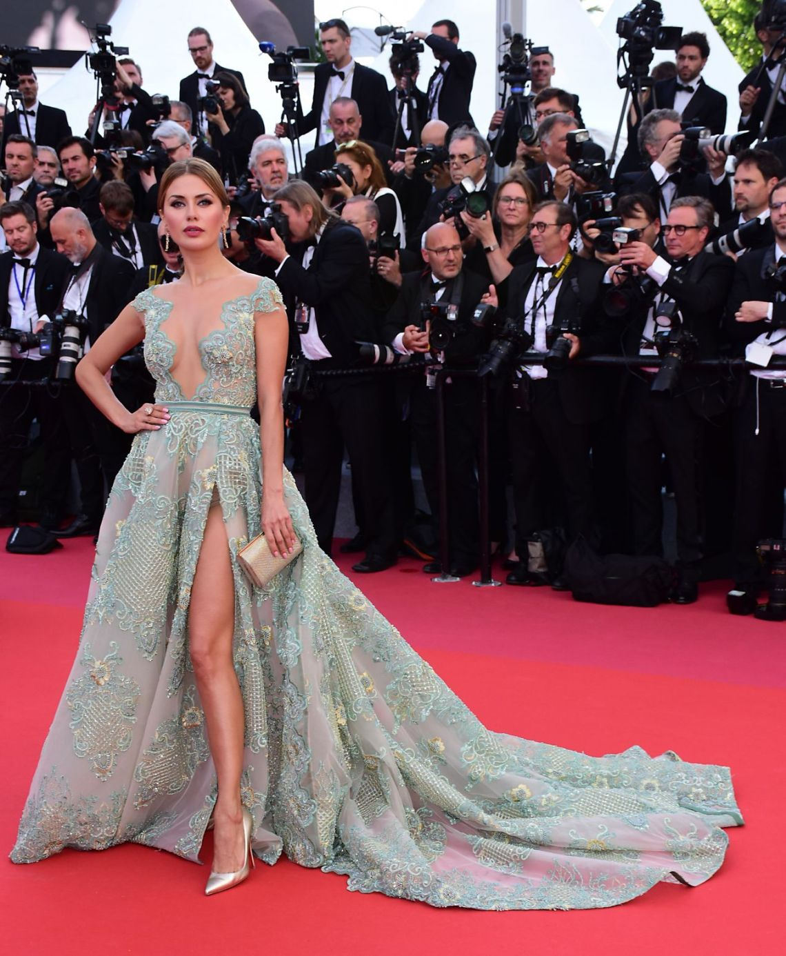 victoria-bonya-everybody-knows-premiere-and-cannes-film-festival-2018-opening-ceremony-2maison esthere maryline
