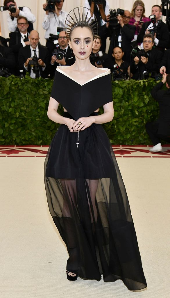 z23368335IH,Lily-Collins-na-Met-Gala-2018givenchy