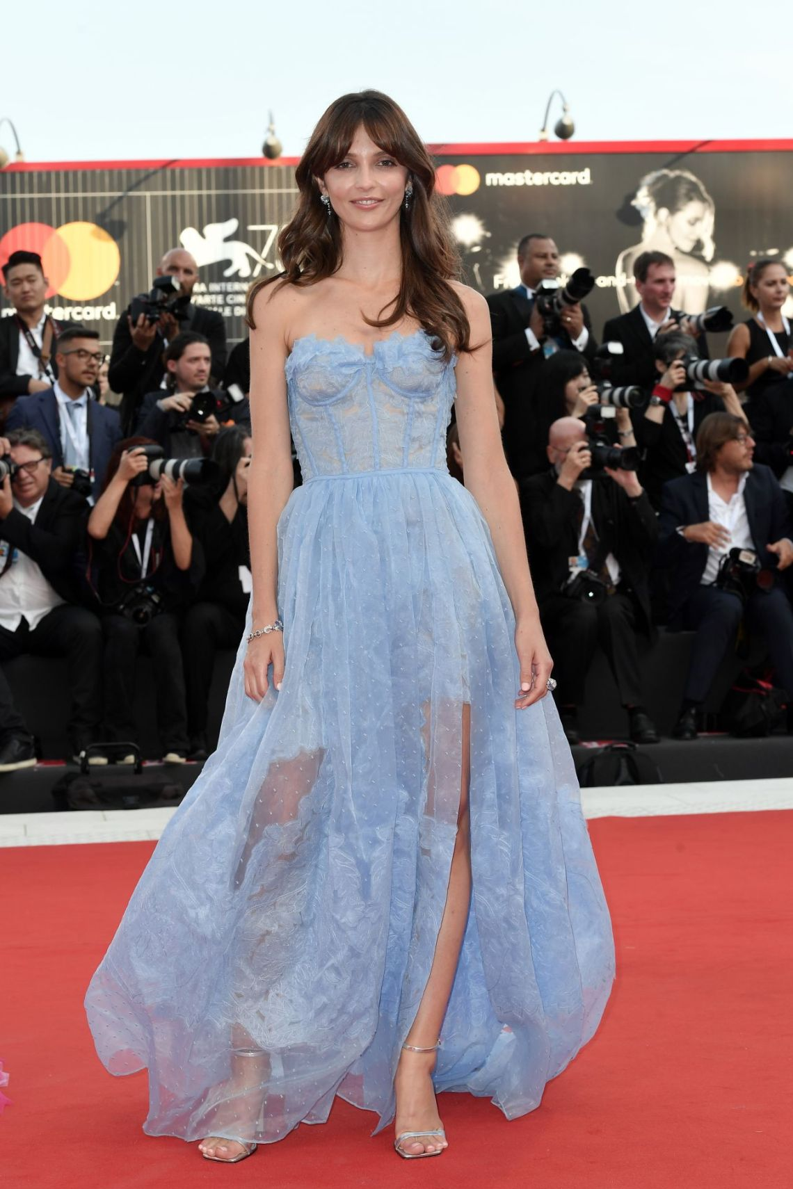 annabelle-belmondo-2018-venice-film-festival-opening-ceremony-and-first-man-red-carpet-4ermannoscervino