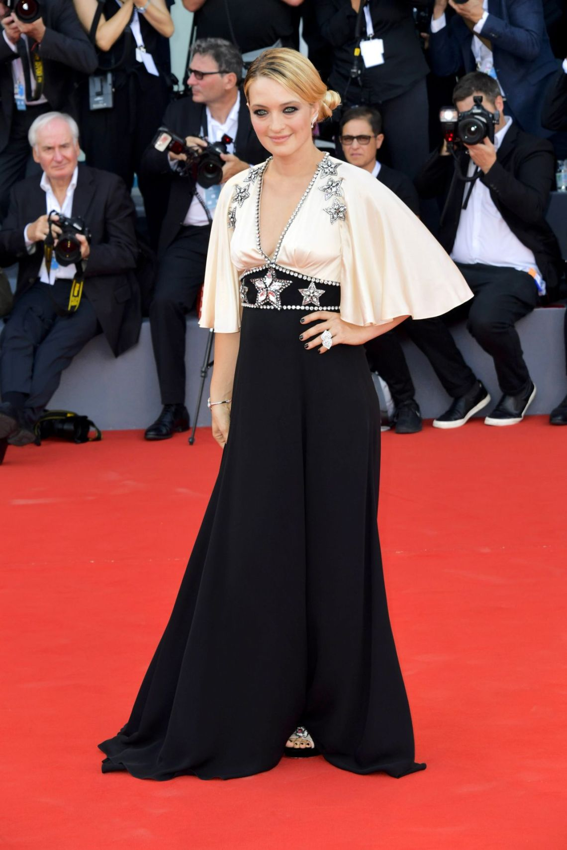 carolina-crescentini-2018-venice-film-festival-opening-ceremony-and-first-man-red-carpet-8gucci