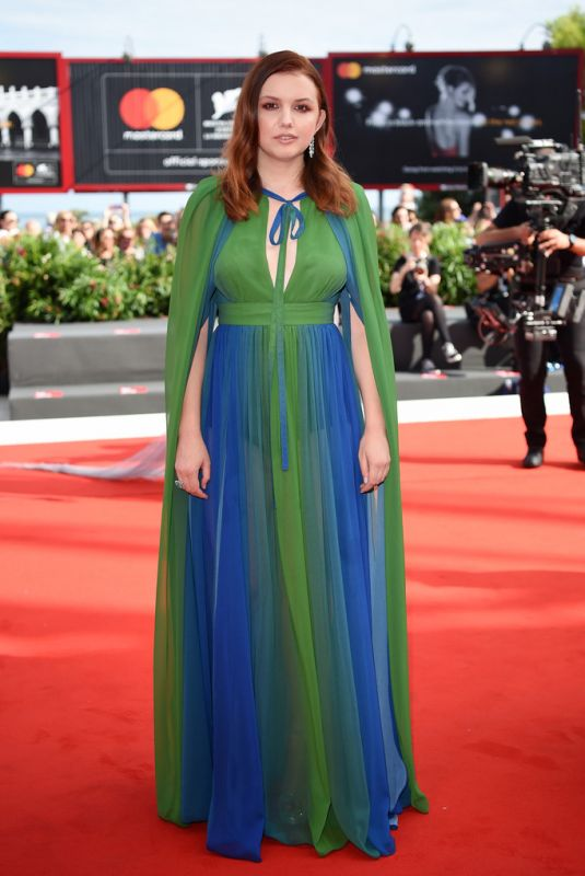 hannah-murray-at-my-brilliant-friend-screening-during-the-75th-venice-film-festival-5_thumbnailElieSaab