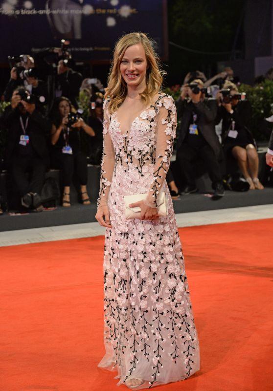 saskia-rosendahl-never-look-away-red-carpet-at-venice-film-festival-6_thumbnail
