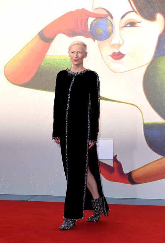 Tilda-Swinton-Last-Year-Marienbad-Venice-Film-Festival-Red-Carpet-Fashion-Chanel-Couture-Tom-Lorenzo-Site-2