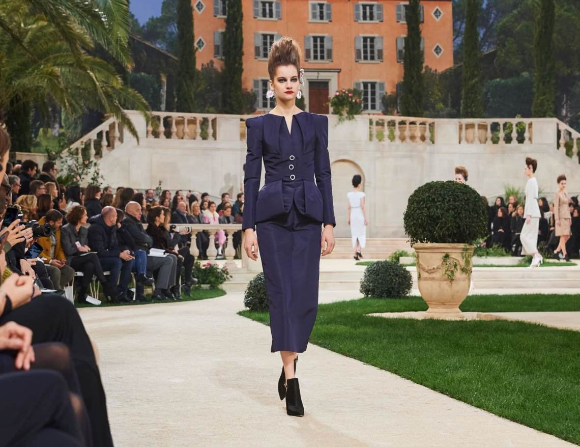 Chanel-SpringSummer-Haute-Couture-2019-alley-girl-review-new-york-based-fashion-technology-blog-alley-girl..jpeg