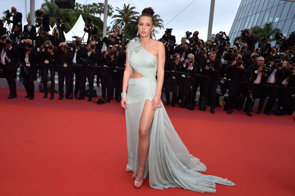 adele-exarchopoulos-sibyl-red-carpet-at-cannes-film-festival-more-pics-4 (1)elie saab hc