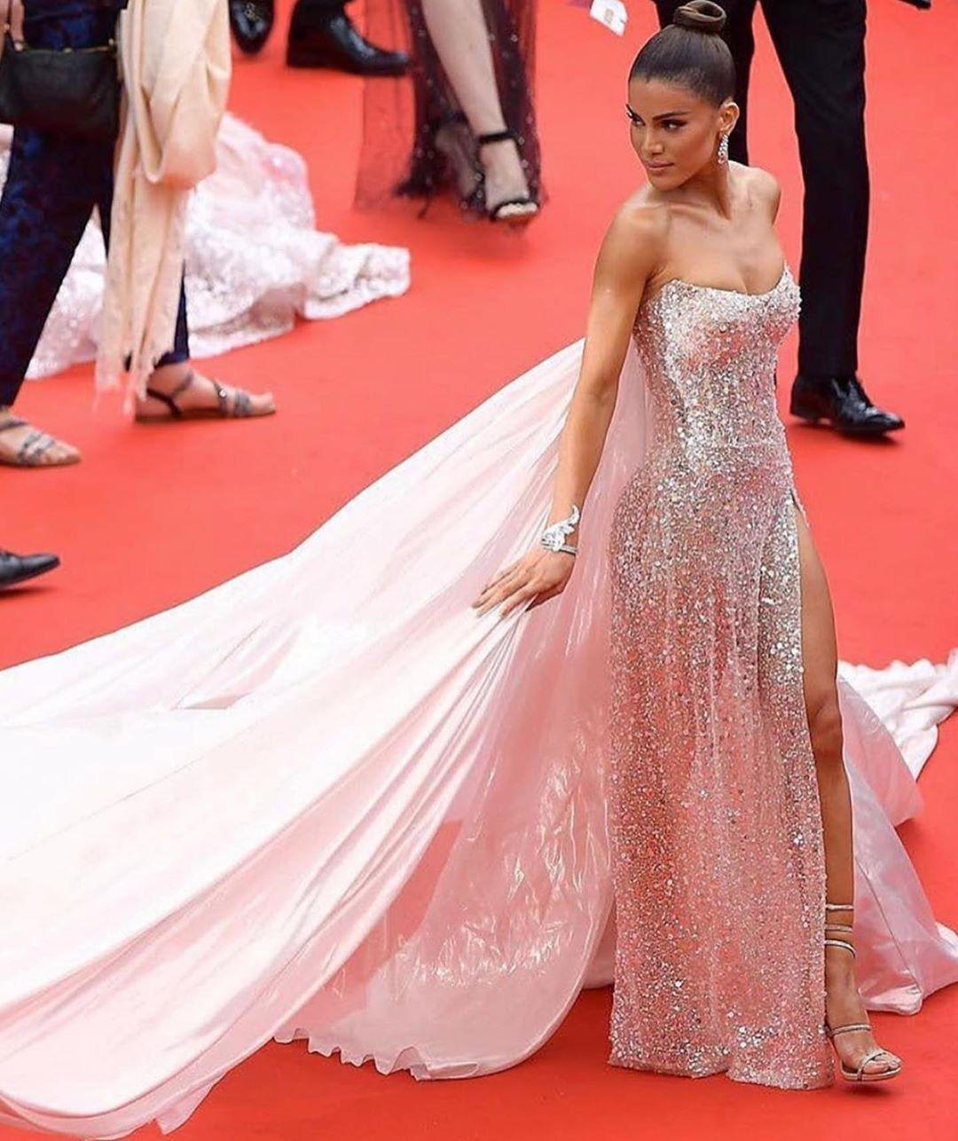 Camila-Coelho-at-Cannes-20196.jpg
