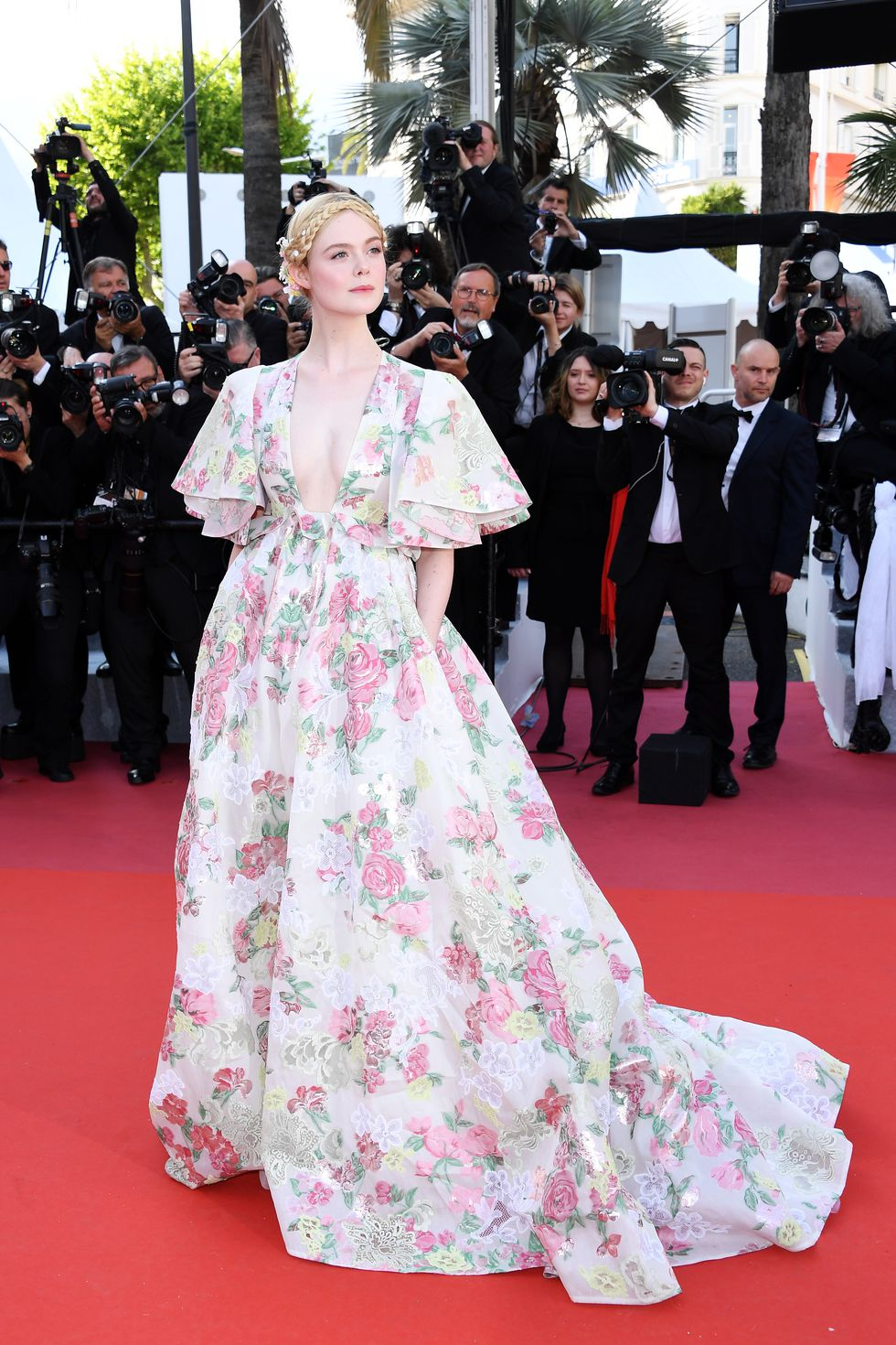 elle-fanning-attends-the-screening-of-les-miserables-during-news-photo-1valentinohc