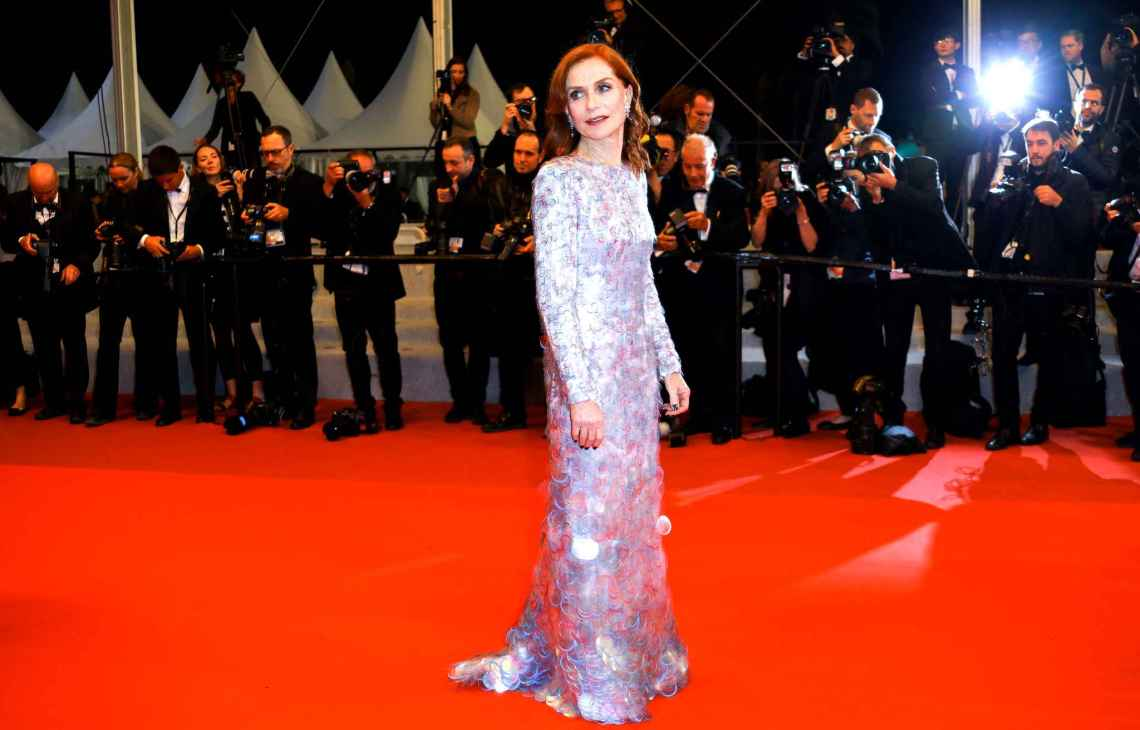 isabelle-huppert-attends-the-screening-9c8b-diaporamaarmani prive