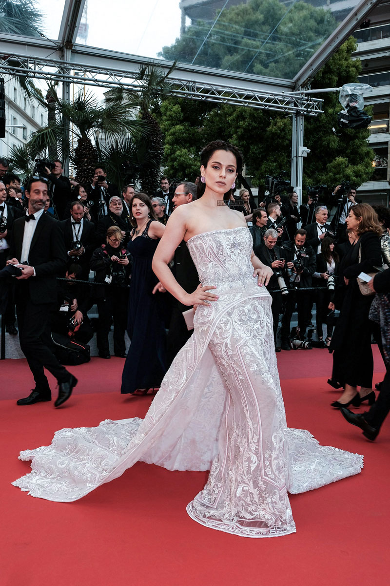 kangana-ranaut-walks-the-red-carpet-at-72nd-cannes-film-festival-2019-photos-0004.jpg