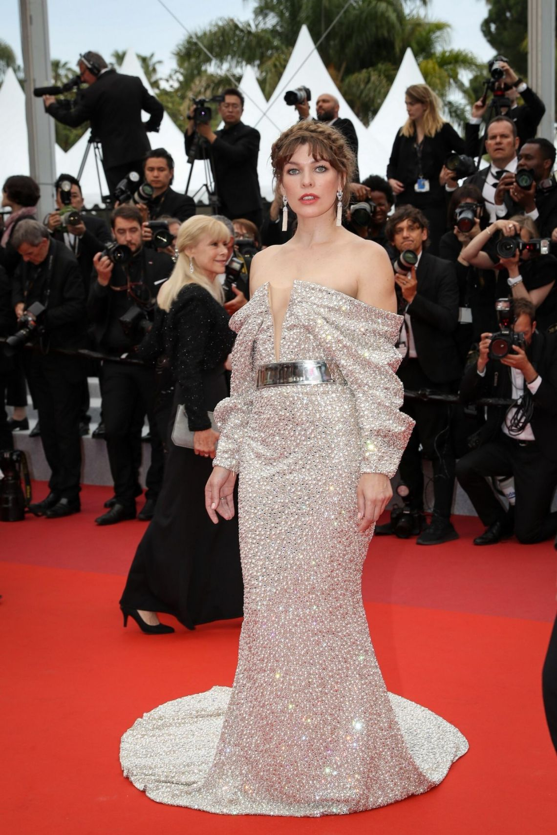 milla-jovovich-sibyl-red-carpet-at-cannes-film-festival-4balmain