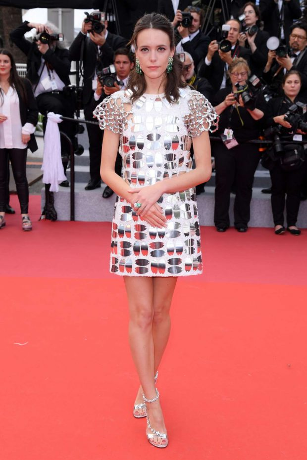 Stacy-Martin_-Oh-Mercy!-Premiere-at-2019-Cannes-Film-Festival-05-620x930lv