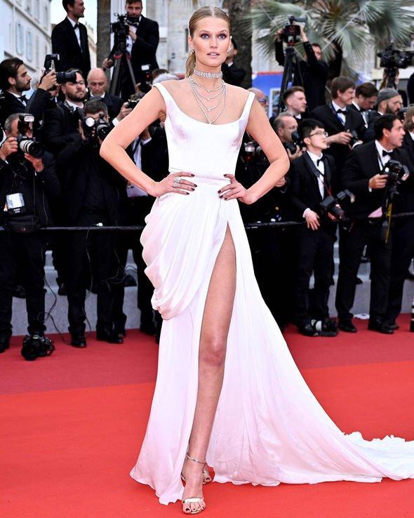 Toni-Garrn-Cannes-2019-red-carpet-wardrobe-malfunction-bottom-knickers-1877538ulyana