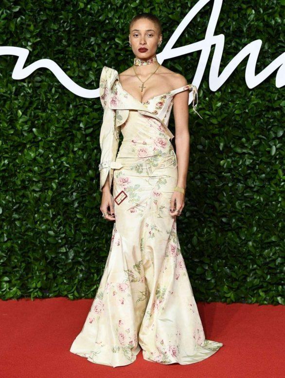 Adwoa-Aboah---Fashion-Awards-2019-in-London-03-586x775