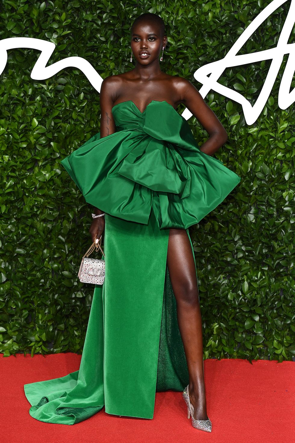 hbz-fashion-awards-2019-adut-akech-1575317045valentino