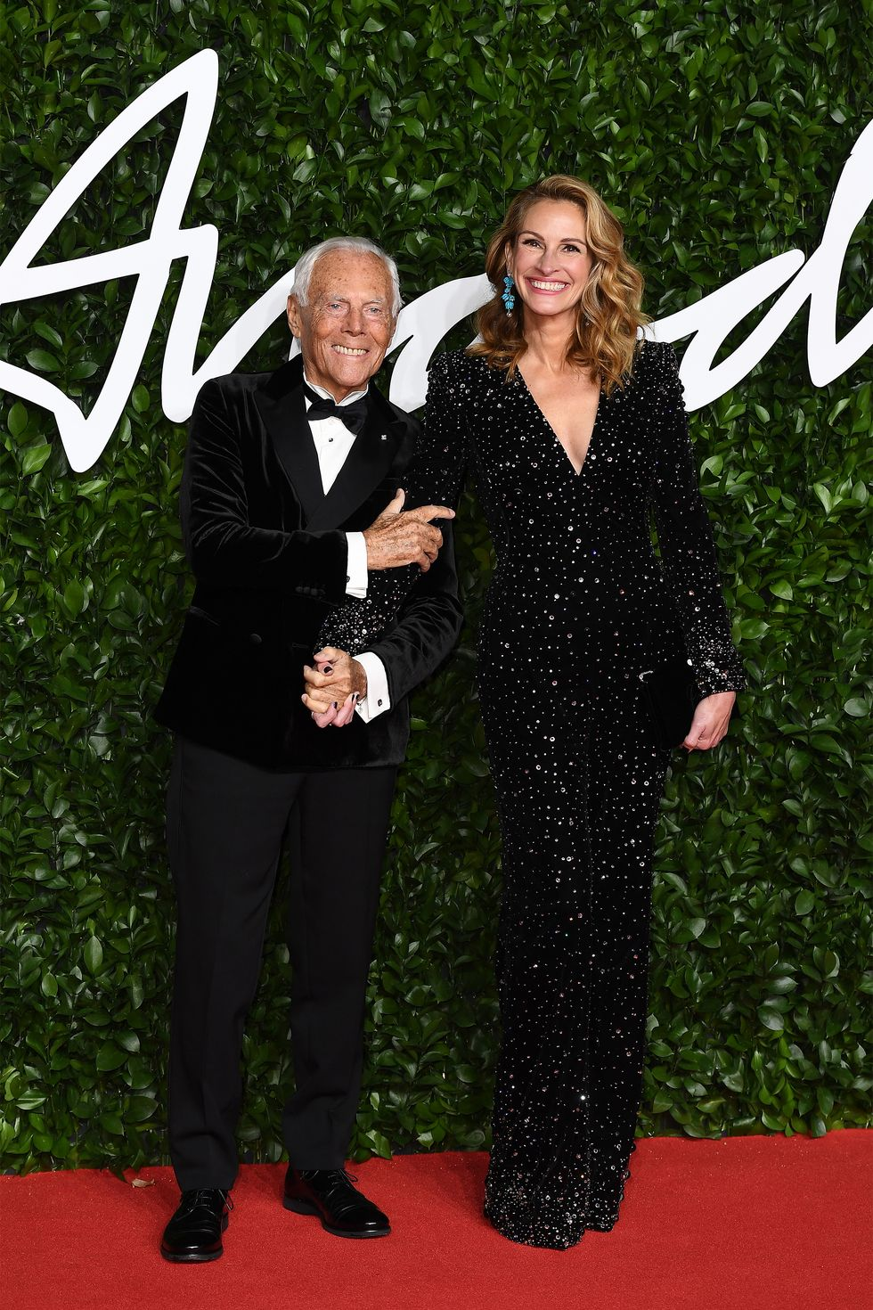 hbz-fashion-awards-2019-giorgio-armani-and-julia-roberts-gettyimages-1191495999