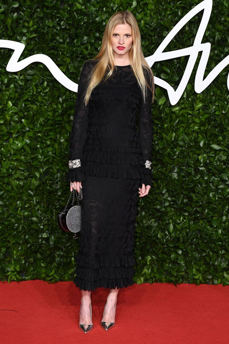 hbz-fashion-awards-2019-lara-stone-1575317047