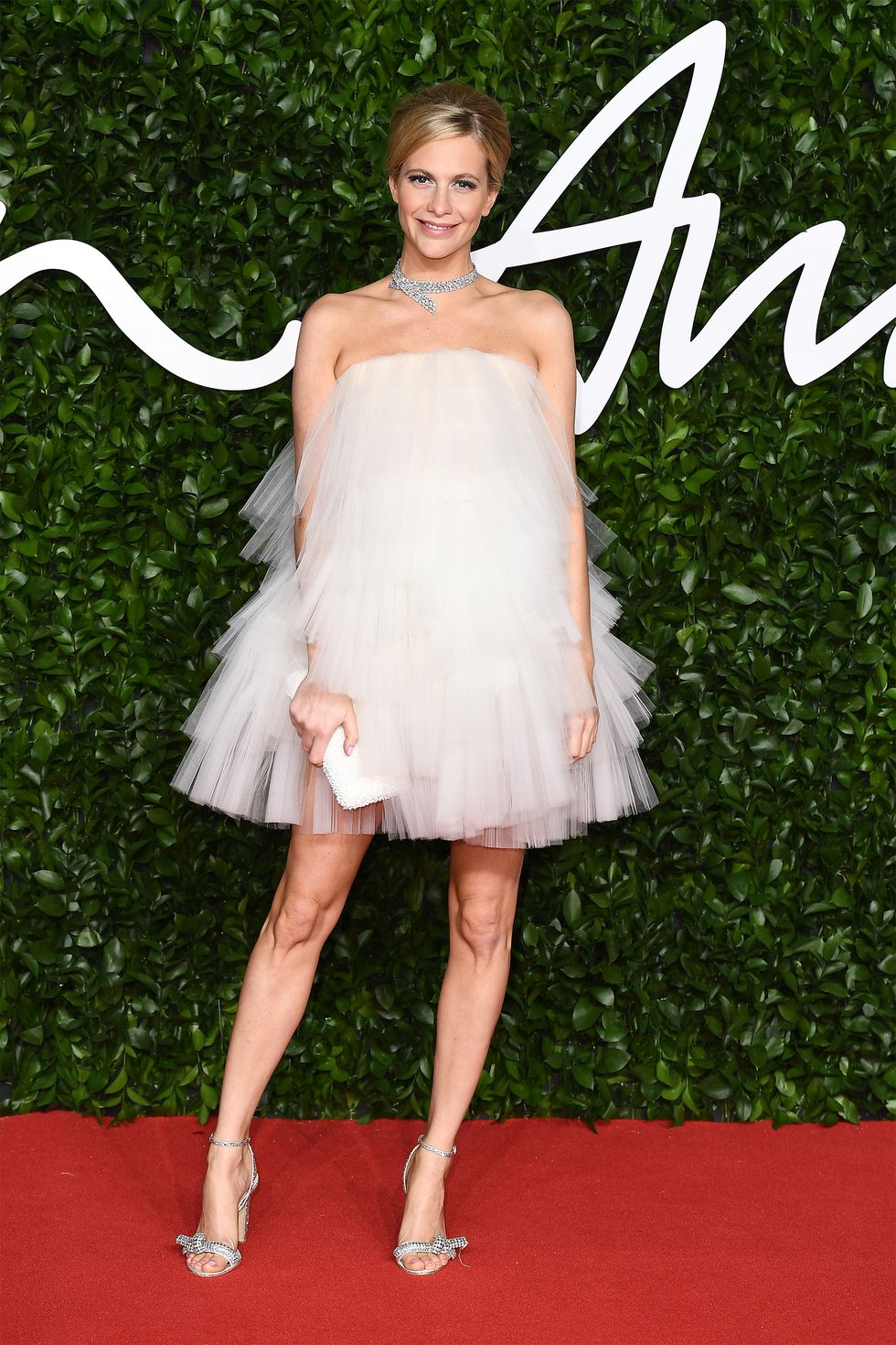 hbz-fashion-awards-2019-poppy-delevingne-1575317048