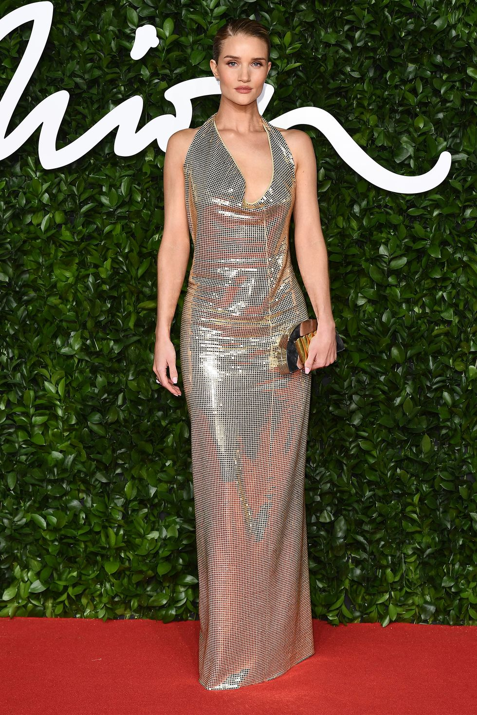 hbz-fashion-awards-2019-rosie-hungtington-whiteley-1575314217