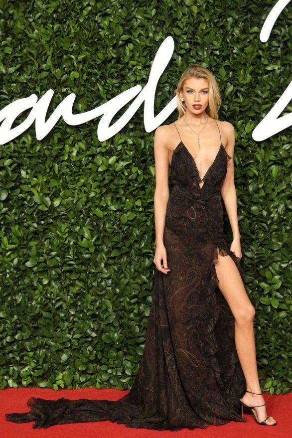 Stella-Maxwell---Fashion-Awards-2019-in-London-07-586x879